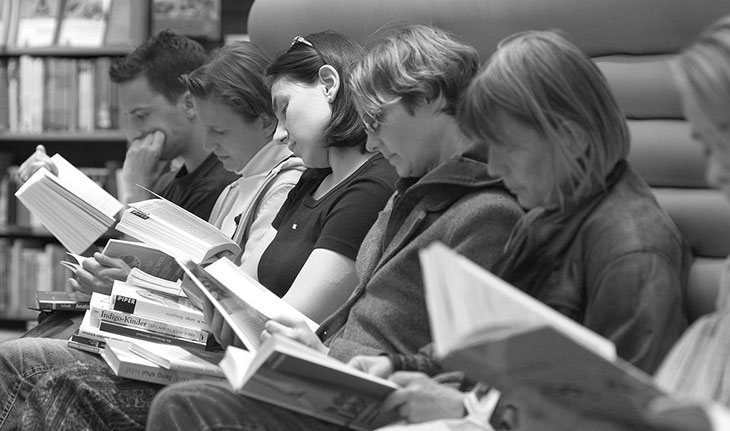 A group of people reading,