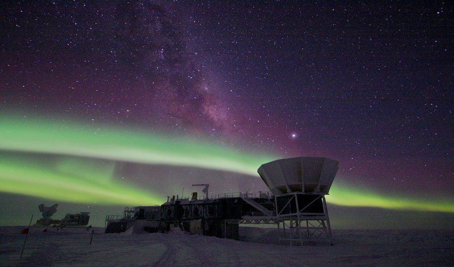 Southern polar lights over the Amundsen-Scott South Pole Station, with BICEP2 telescope visible in the foreground.