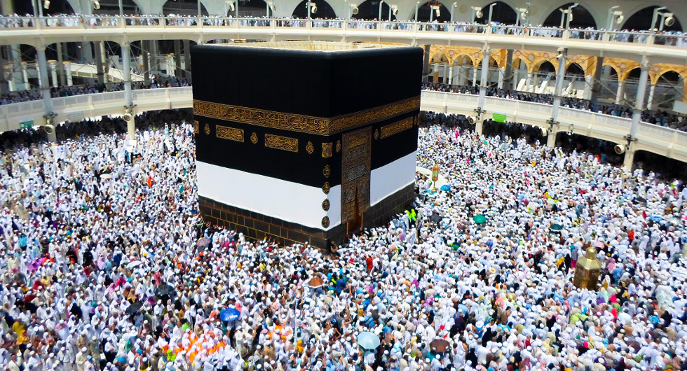 Picture of people surrounding the Kaaba in Mecca