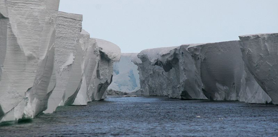 Image of Ross Ice Shelf from 2007 (credit: lin padgham)